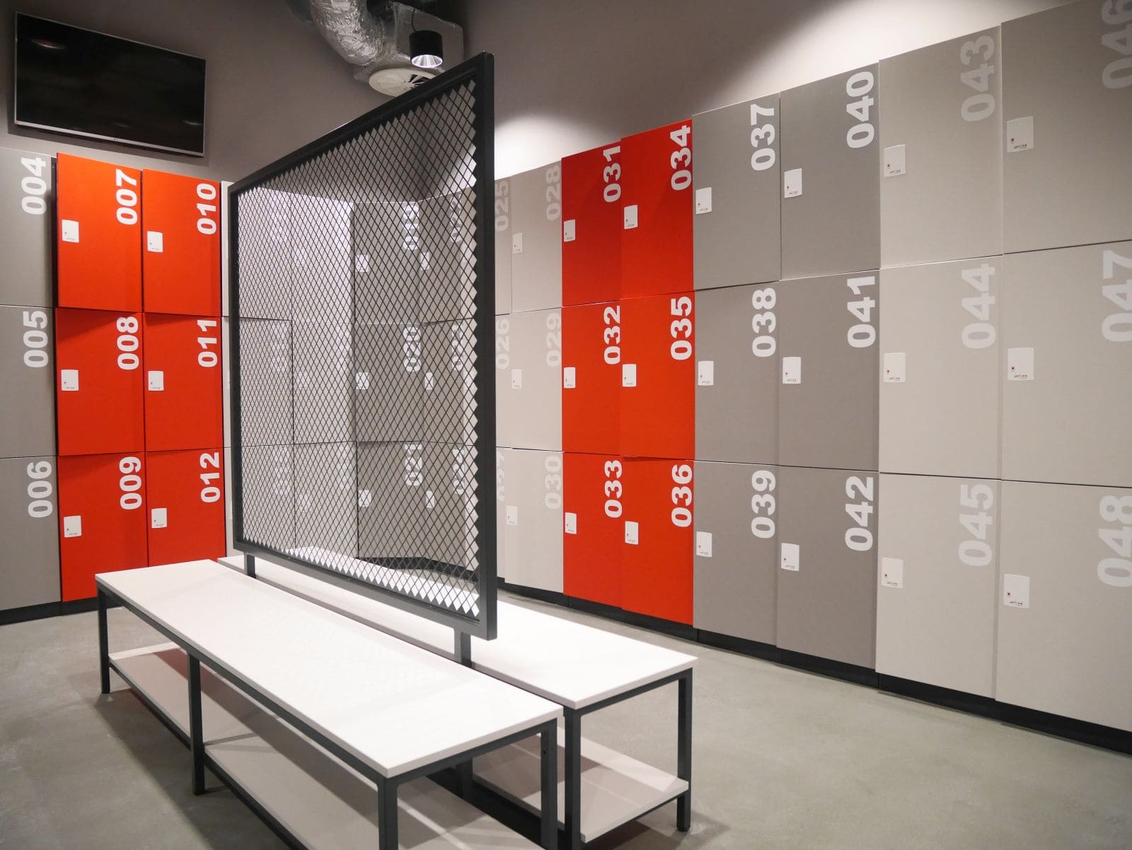Changing room benches and poufs atepaa for Designer lockers
