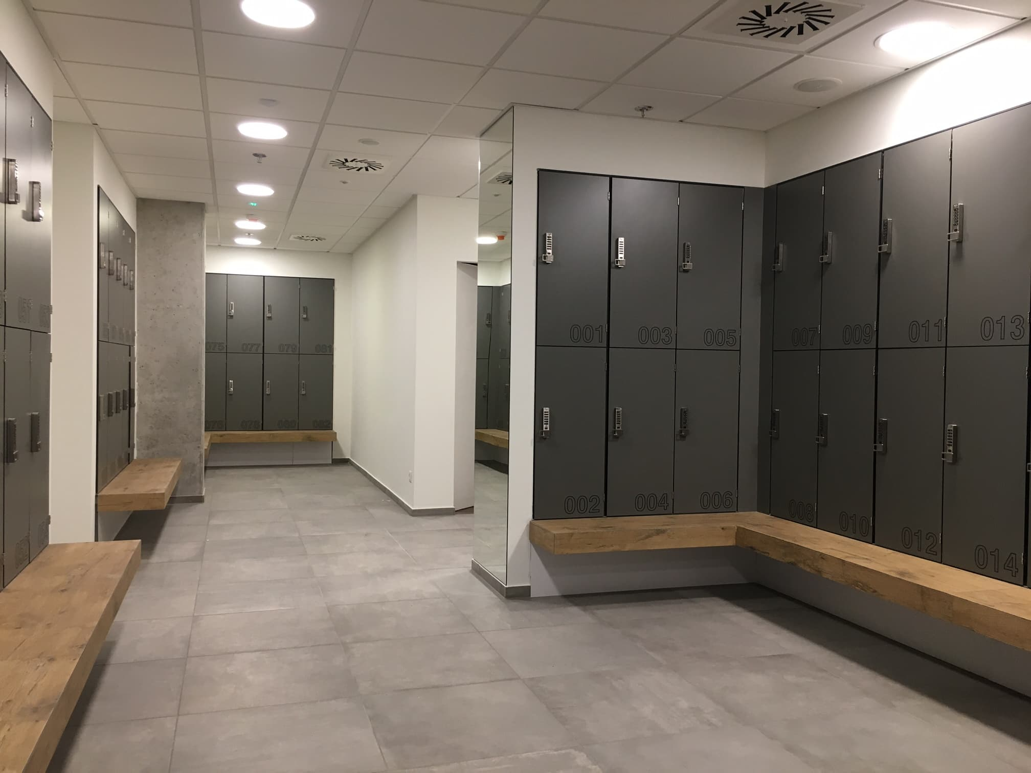Phenolic lockers hpl for wet area — atepaa